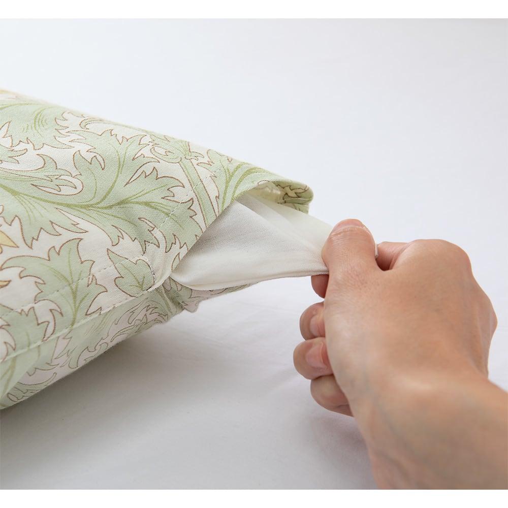 V&Aレチレード柄 衿カバー 着脱簡単スリット この部分に手を入れてサッと着脱できます。