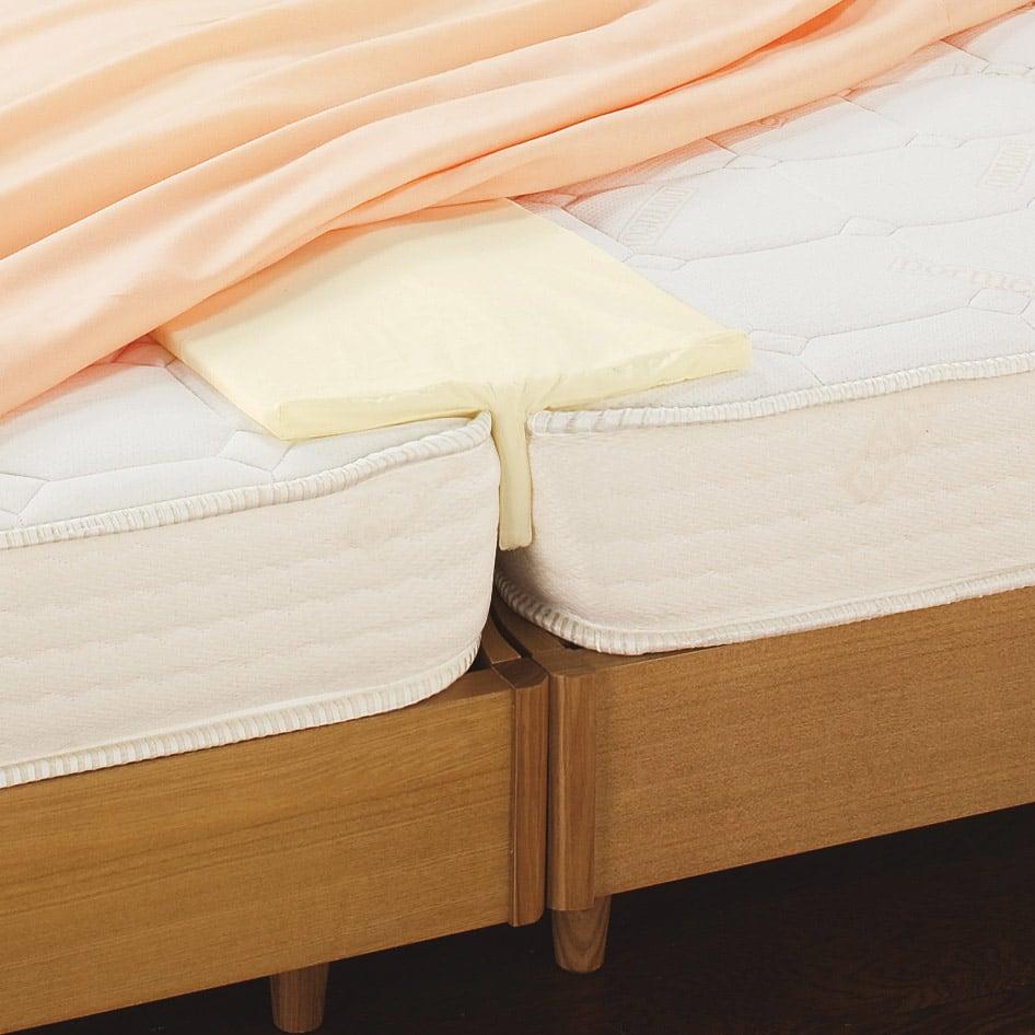 隠れた名品!ベッドや敷布団のすき間や段差を埋めて寝心地アップ すき間パッド DEEP ベッド用 厚みのあるベッドマットレスの間に、ズコッと深く入り込むからズレにくい!