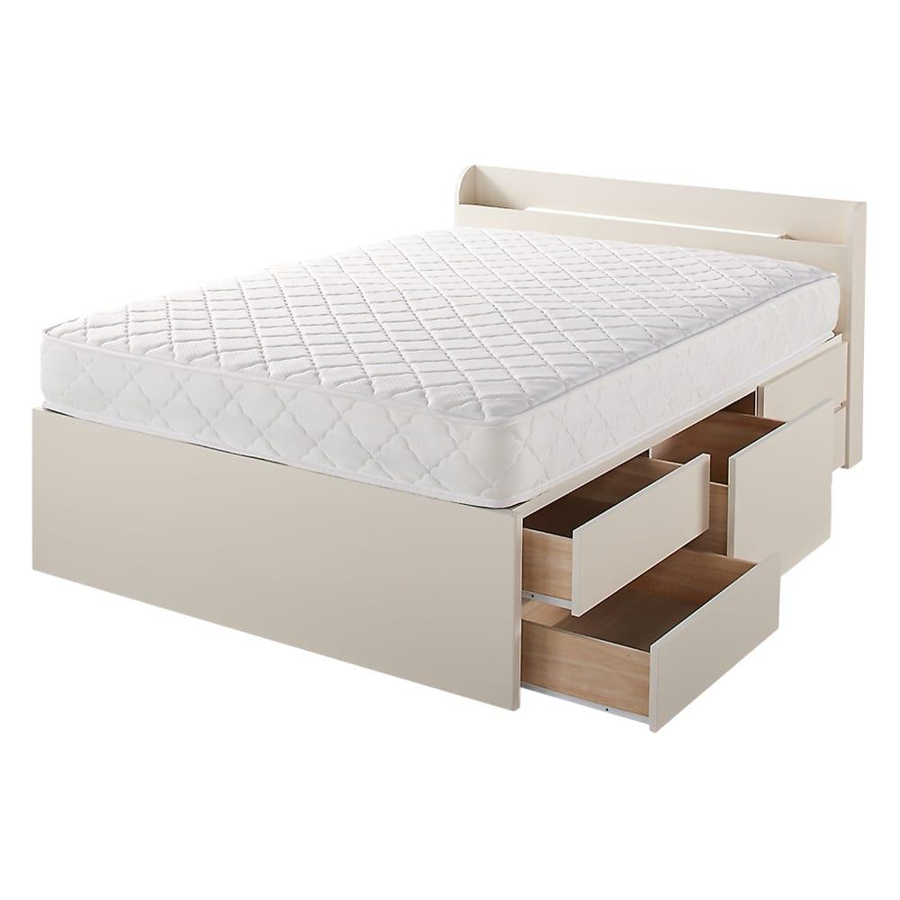 寝そべりながらタブレットが使えるベッド ポケットコイルマットレス(厚さ19cm)付き 大容量の5杯収納。真ん中の大きい引き出しはバッグを縦置きして収納できます。