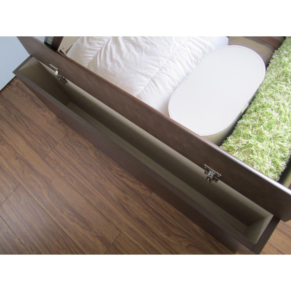 跳ね上げ美草畳収納ベッド ヘッドなし ロングタイプの脚元収納部。