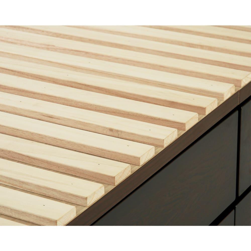 布団が使える洋服たんすベッド ヘッド付き(高さ80・床面まで41cm) すのこ形状の床板は布団使いもOK。床板付きなのでホコリが引き出し内に落ちません。