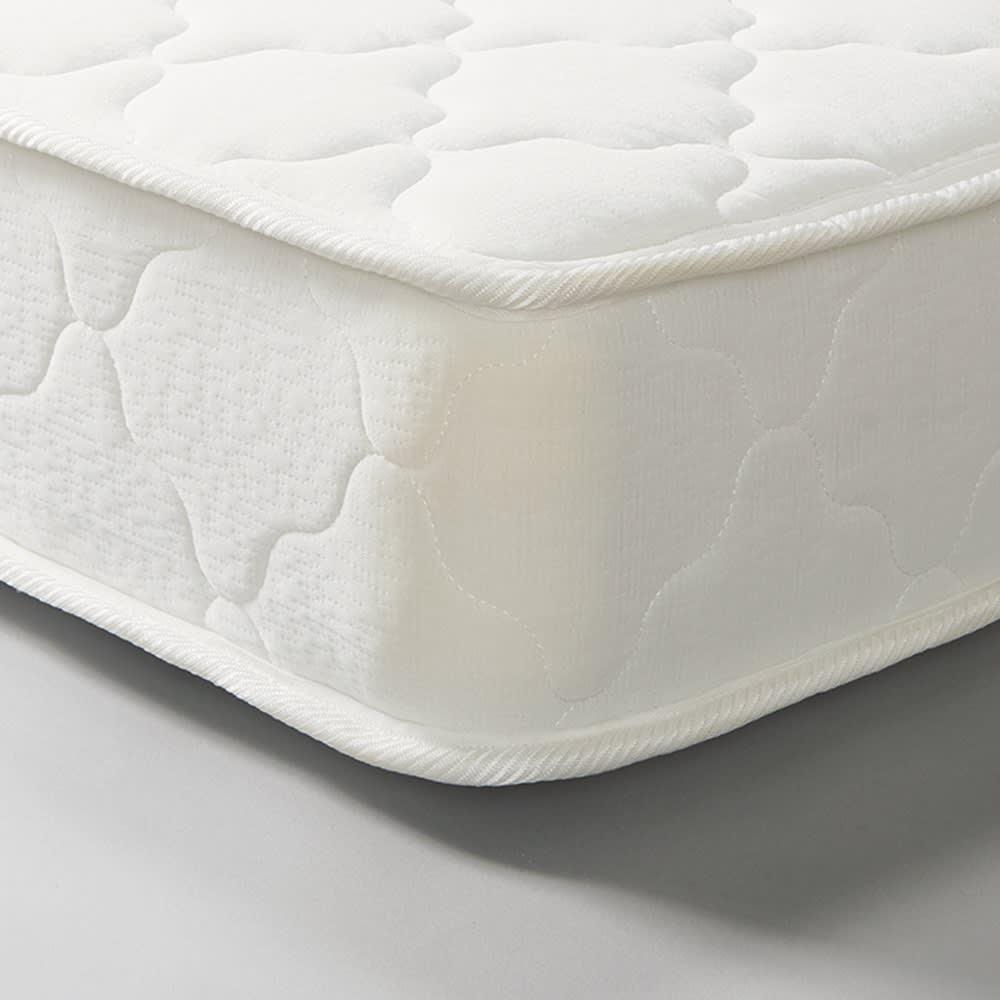 国産無塗装ひのきすのこベッド(すのこ板4分割仕様)ポケットコイルマットレス(厚さ19cm)付き 厚み約19cmとボリュームのある仕上がりで、通気性のある立体メッシュ生地を4側面に使用。