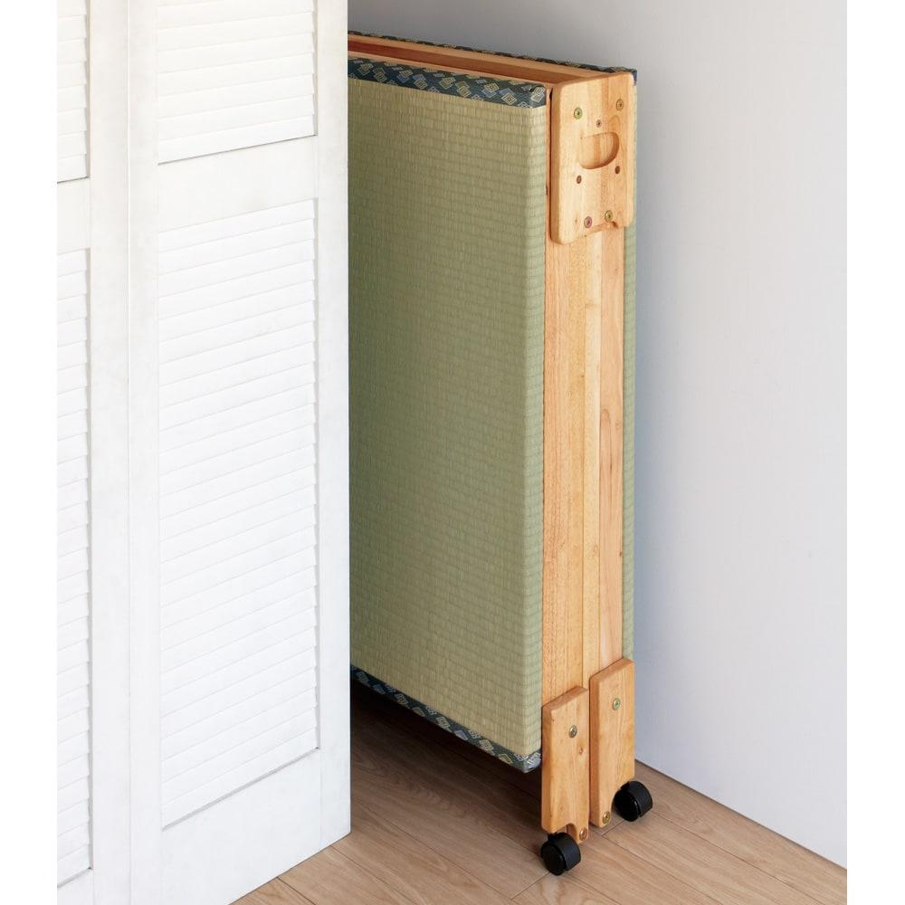 畳空間を簡単に演出できる折りたたみベッド ハイタイプ(棚なし) 折りたたみ時は、ちょっとしたすき間に収納できる幅わずか26cmのスリムサイズに。