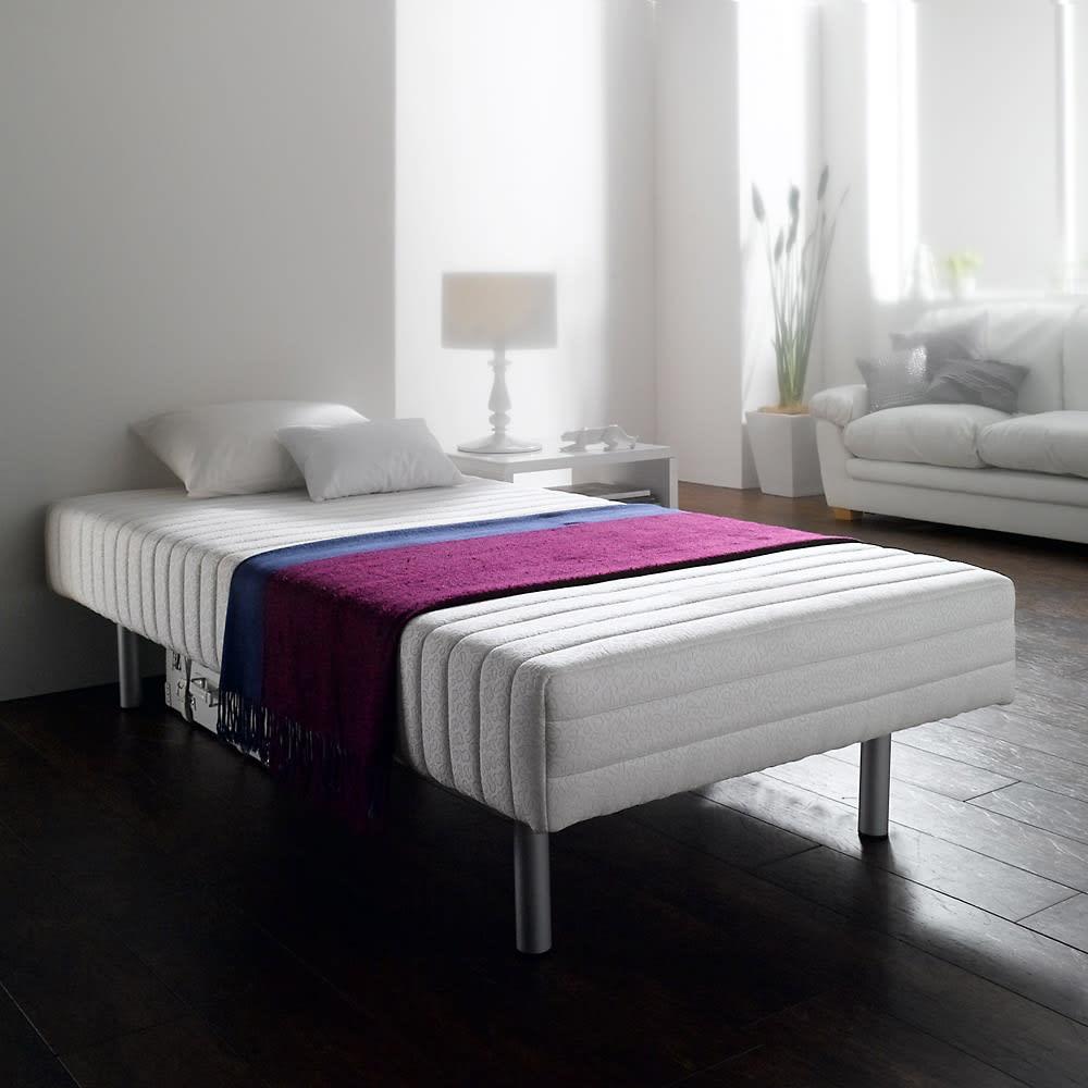 France Bed/フランスベッド 軽くて丈夫な脚付きマットレスベッド マット表面にはキルティングが入り、中のウレタンが偏らないしっかりした作り。ヘッドレスなので壁付けして使えます。