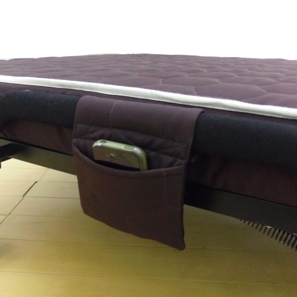 届いたらすぐに使える組立不要 高反発マットレスワンタッチ軽量折りたたみベッド ベッドの横にはリモコンポケットも付いています。