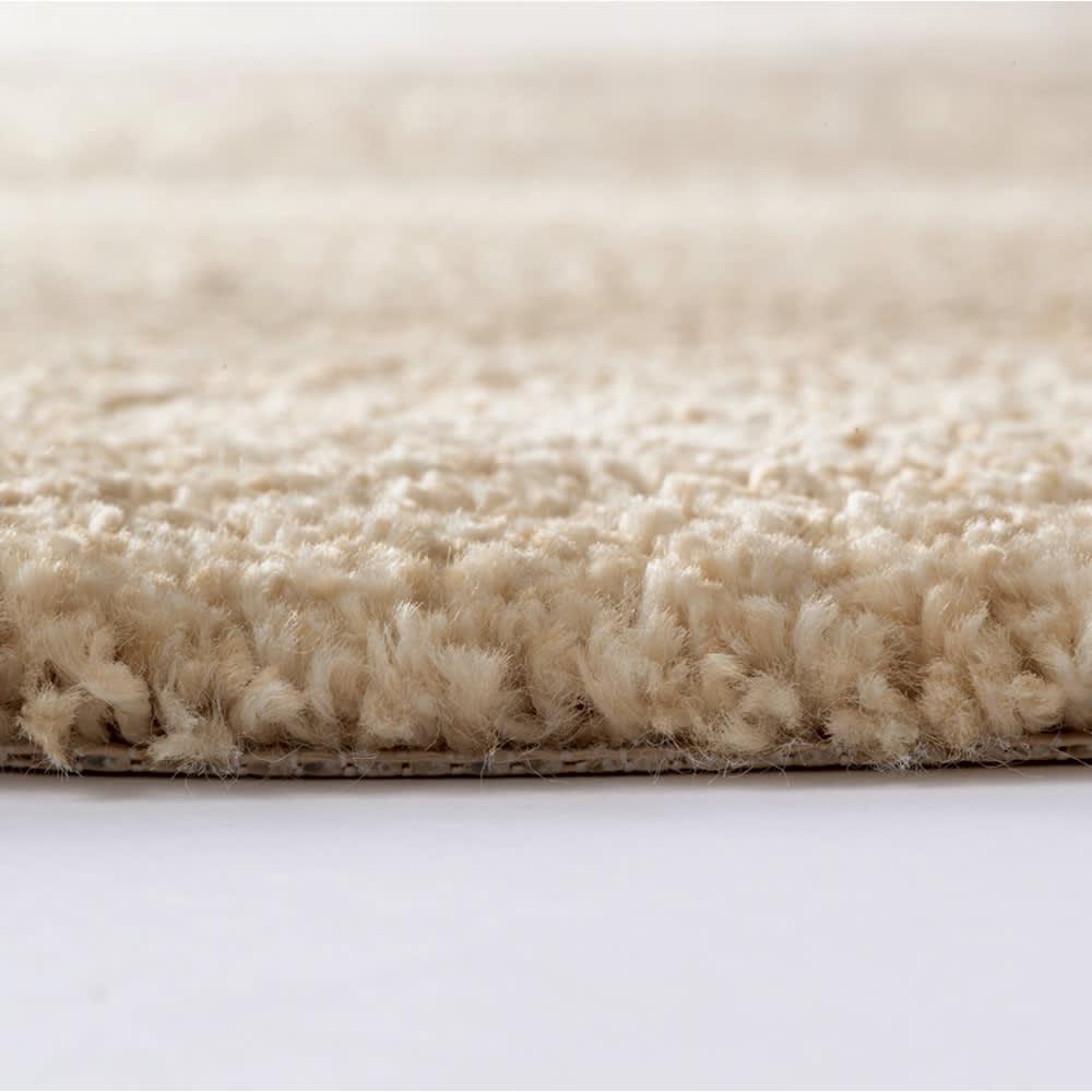 <ルミエ>トルコ製ラグ(カーペット) (ア)ベージュ系 毛足約17mm、厚さ約20mmのしっかりとした厚みです。
