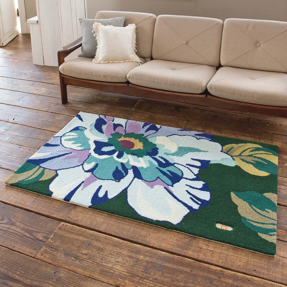 ミラショーン玄関マット〈ローザ〉 写真は約90×150cmの大判サイズ。リビングのポイントラグとしてもおすすめ。