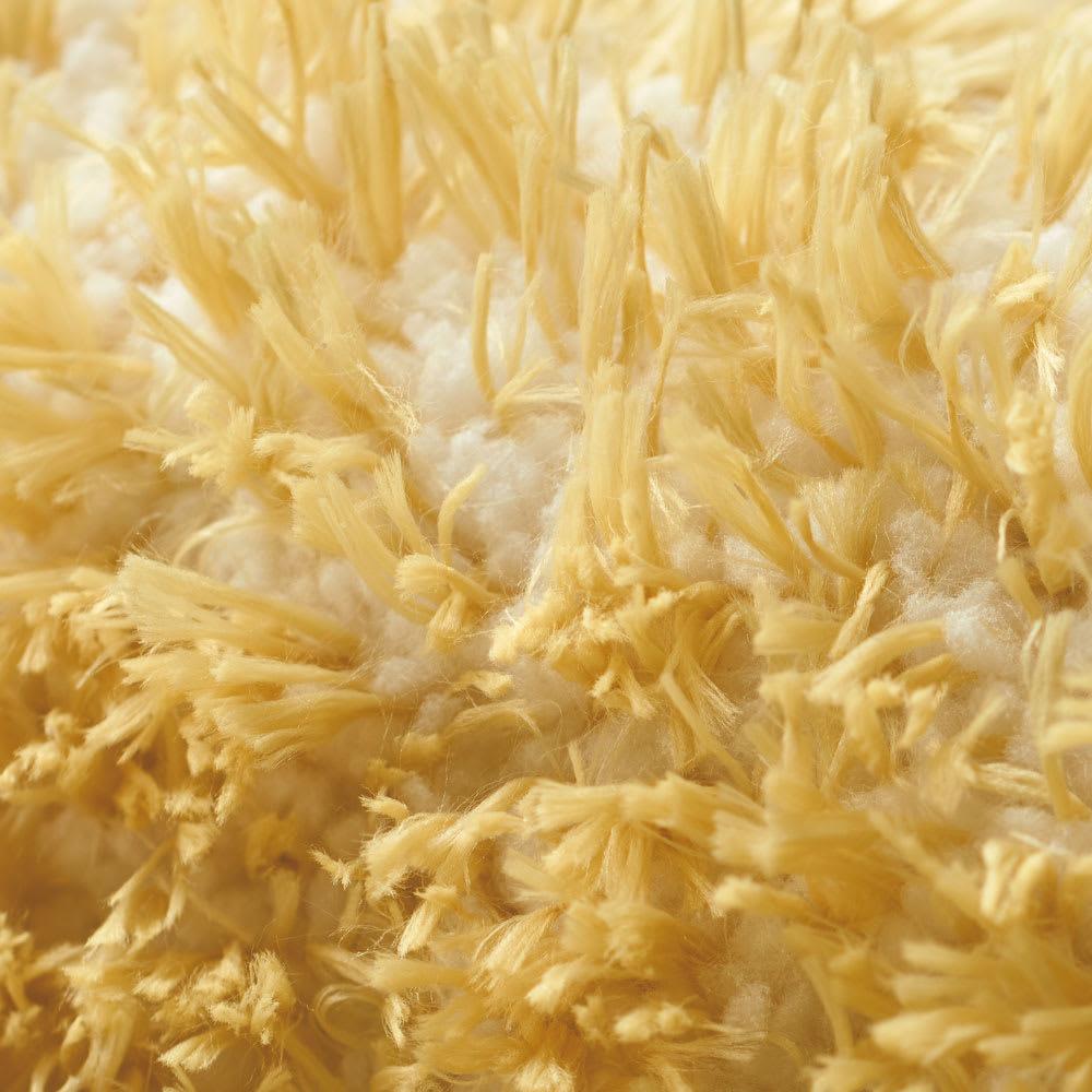 洗える防ダニラグ〈ロンボス〉 ほわほわの短い毛足の糸(白糸)を織り込んでいるため、弾力があります。