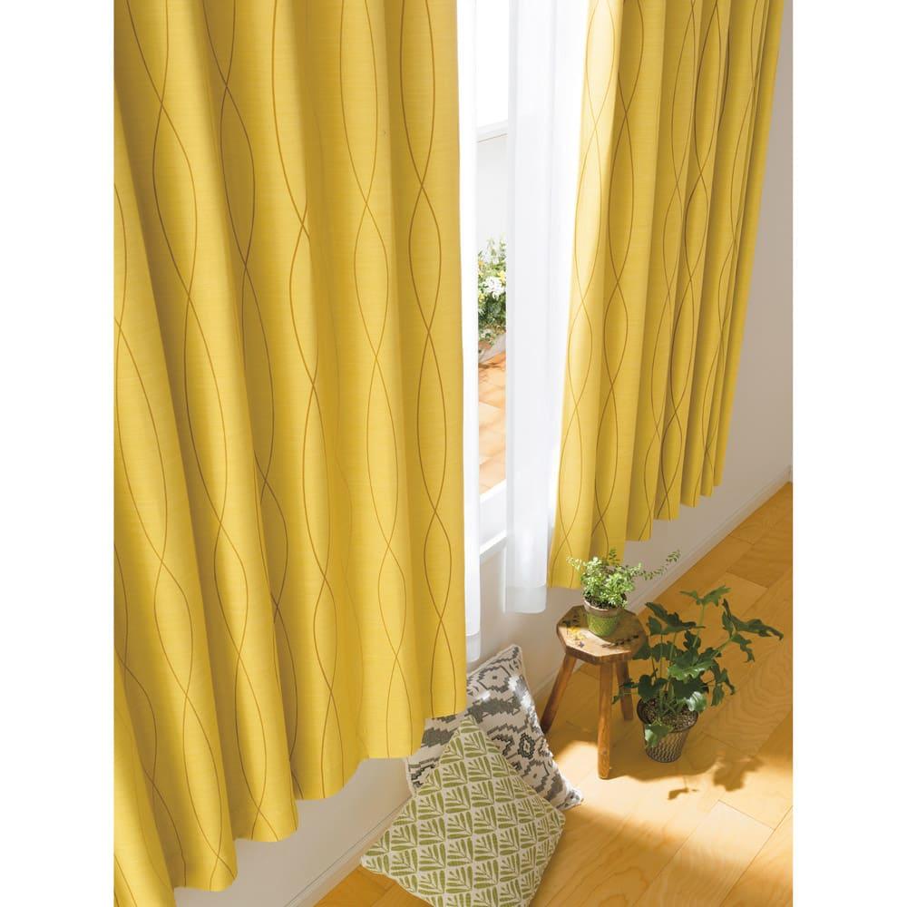 形状記憶加工多サイズ・防炎・1級遮光カーテン 130cm幅(2枚組) (セ)ウェーブイエロー 縦に流れる模様が天井を高くみせてくれるウェーブ柄。