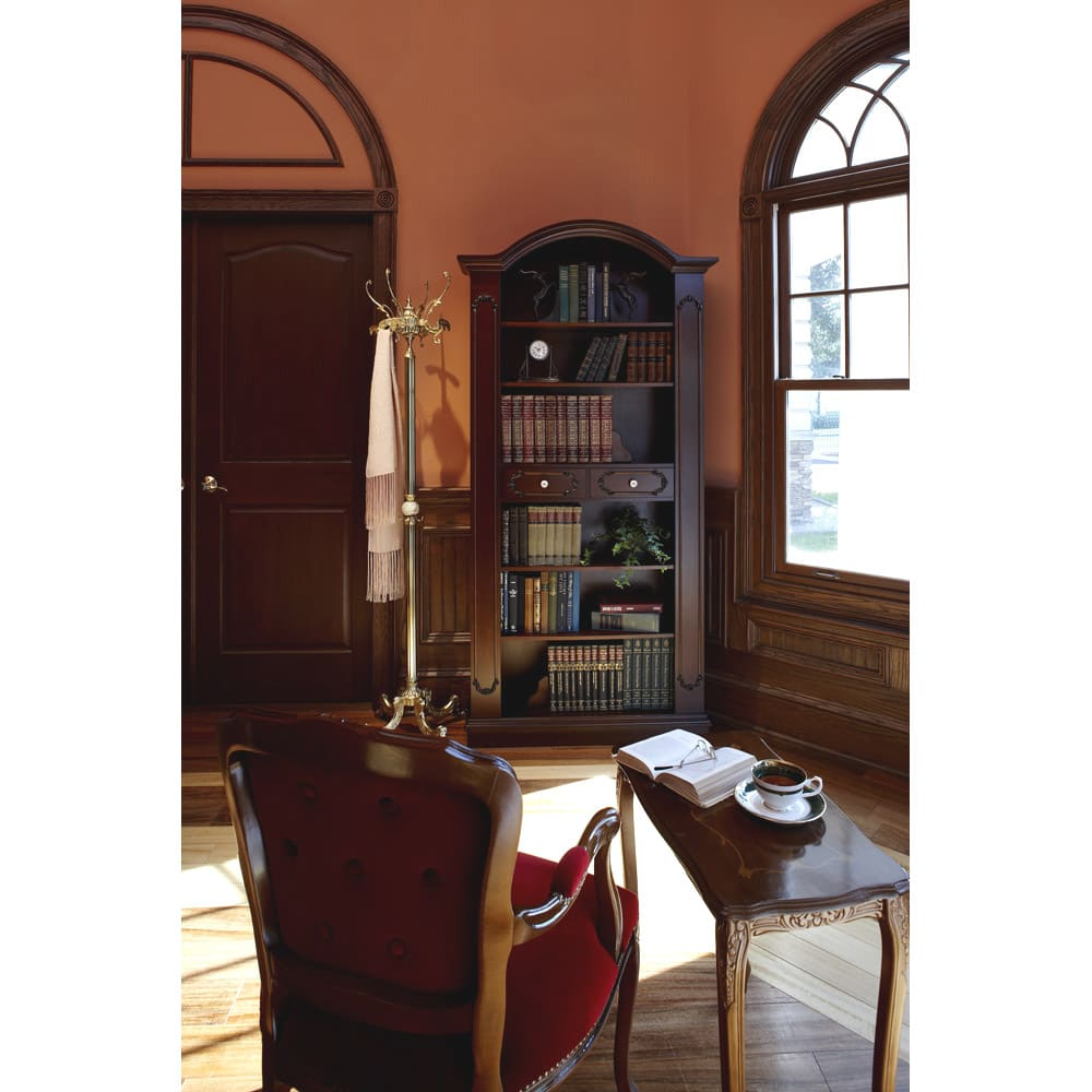 イタリア製クラシックシリーズ ブックシェルフ(飾り棚) イタリアンチェアとテーブルをコーディネートすれば、ちょとした書斎に早変わり。