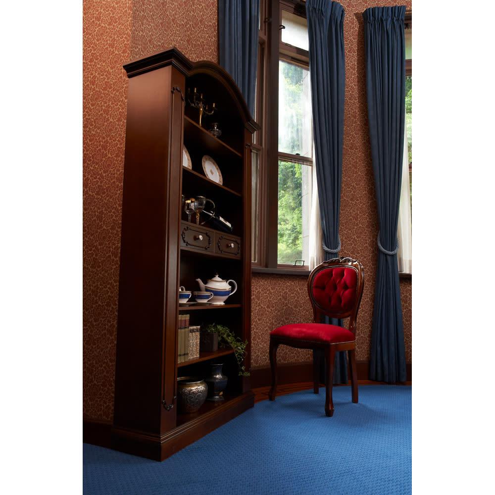 イタリア製クラシックシリーズ ブックシェルフ(飾り棚) お気に入りの食器を置けば、ダイニングルームにもカップボードとしてコーディネートOK。