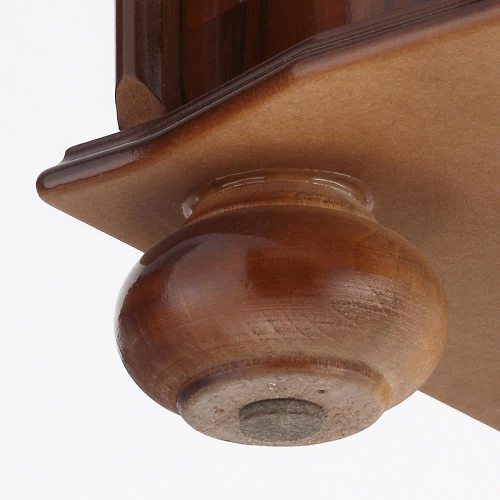 イタリア製象がん収納家具シリーズ チェスト5段 幅58cm 脚部裏に貼り付け可能なフェルトが同梱されています。床の材質に合わせてお使いください。脚部裏は無塗装です。
