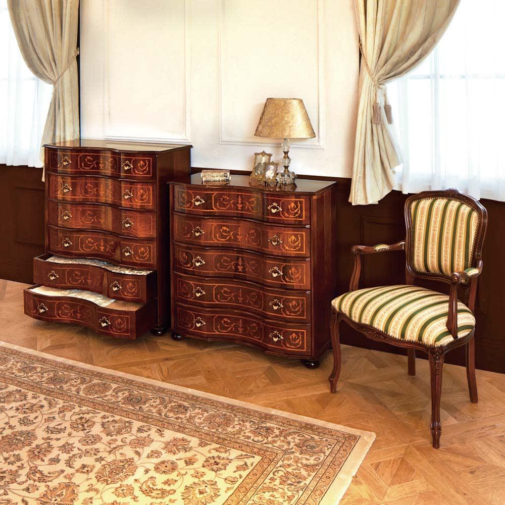 イタリア製象がん収納家具シリーズ チェスト5段 幅87cm コーディネート例:(左から)チェスト6段・幅87、★チェスト5段・幅87、クラシック肘付きチェア
