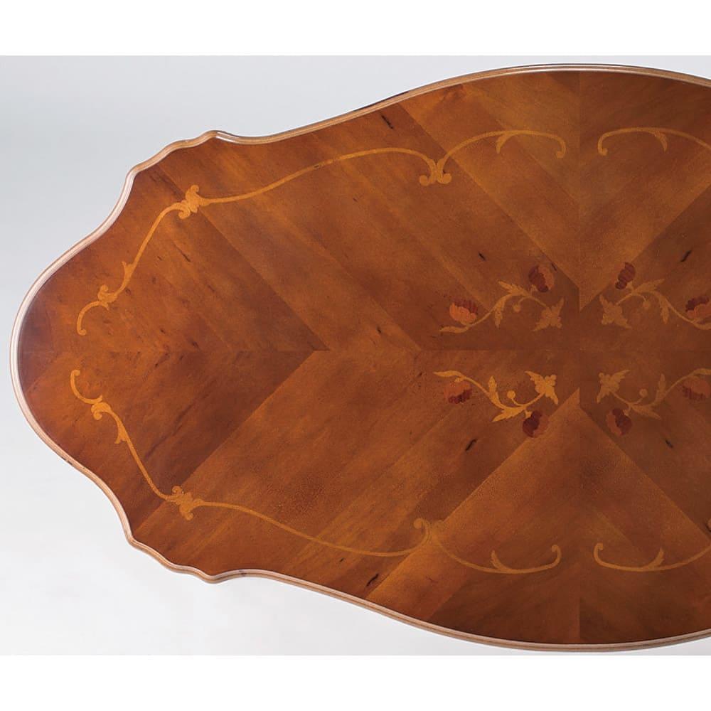 イタリアンリビングシリーズ 象がんリビングテーブル 美しい光沢感と象がん細工による精緻な模様が、ひときわ存在感を放つテーブル天板。