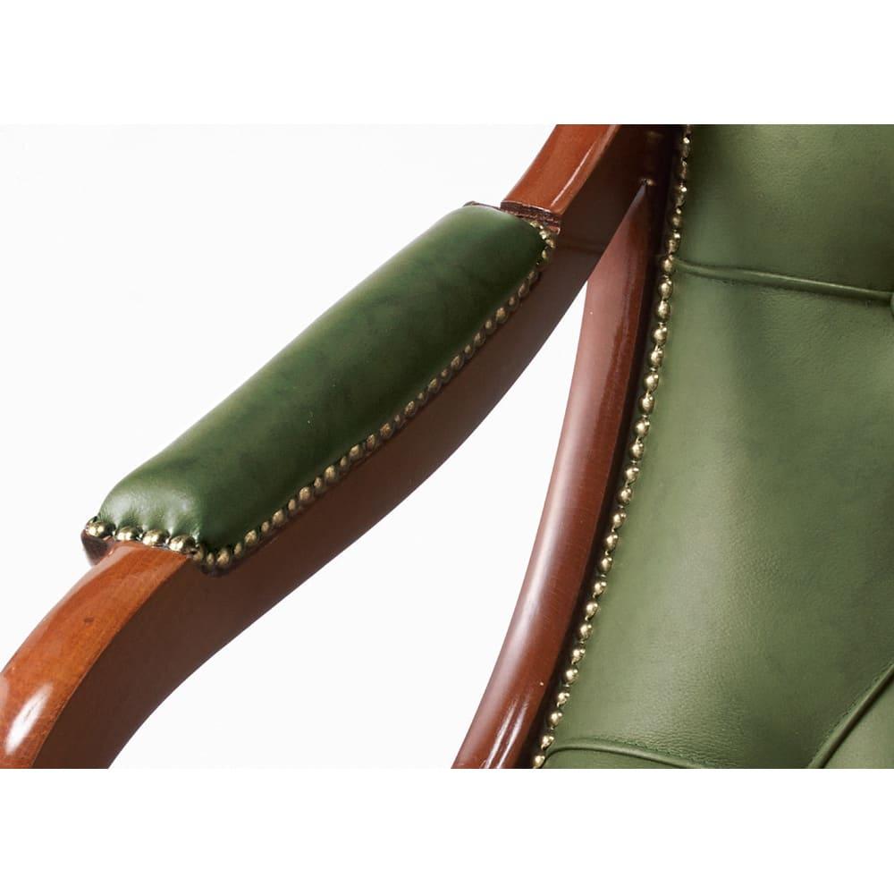 イタリア製チェアシリーズ 革張りロッキングチェア ボタン留めや美しい飾り鋲がアンティークの味わいを深めます。