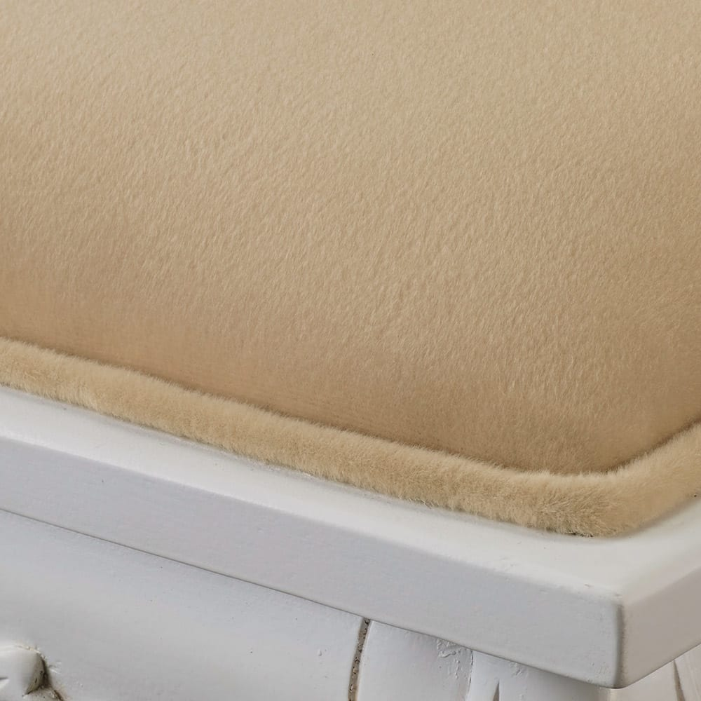アンティーククラシックシリーズ ドレッサー&スツール 座面は高級感のある柔らかなベロア調の生地。