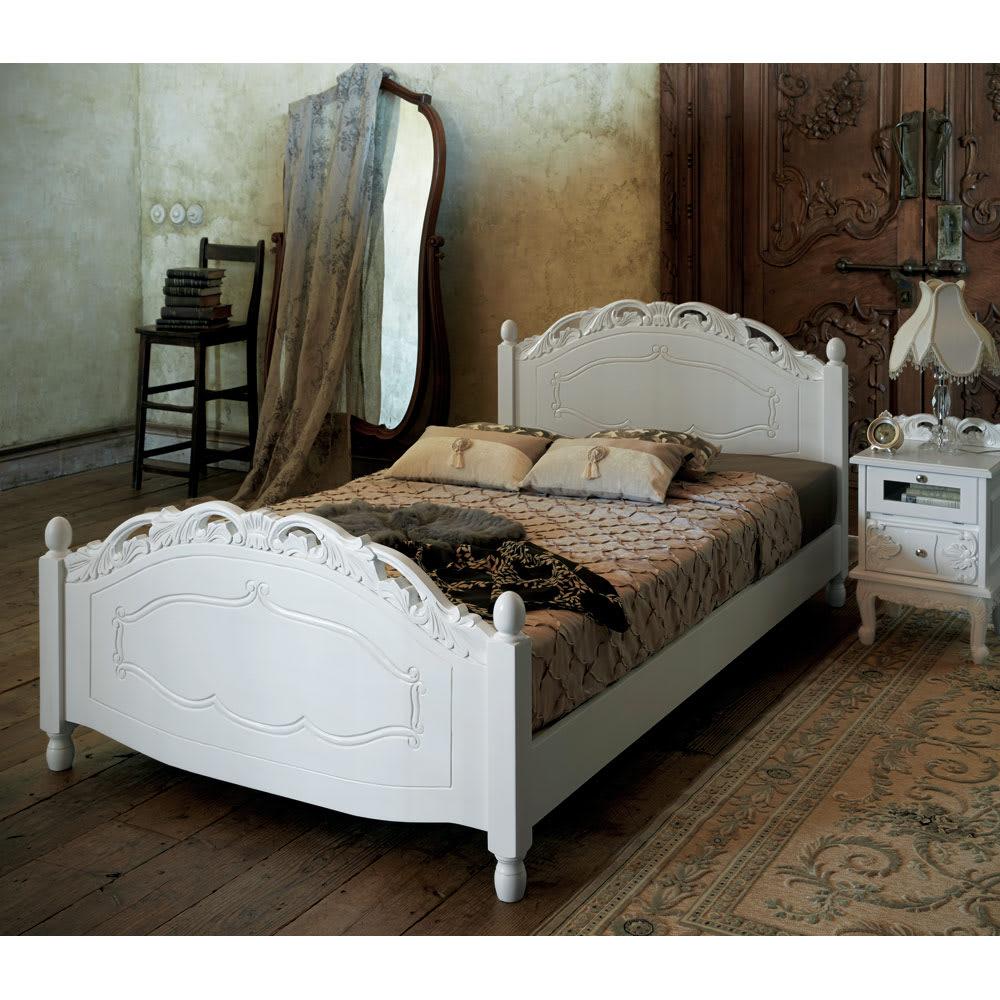 アンティーククラシックシリーズ ベッドサイドチェスト 寝室に上品なクラシックインテリアを。