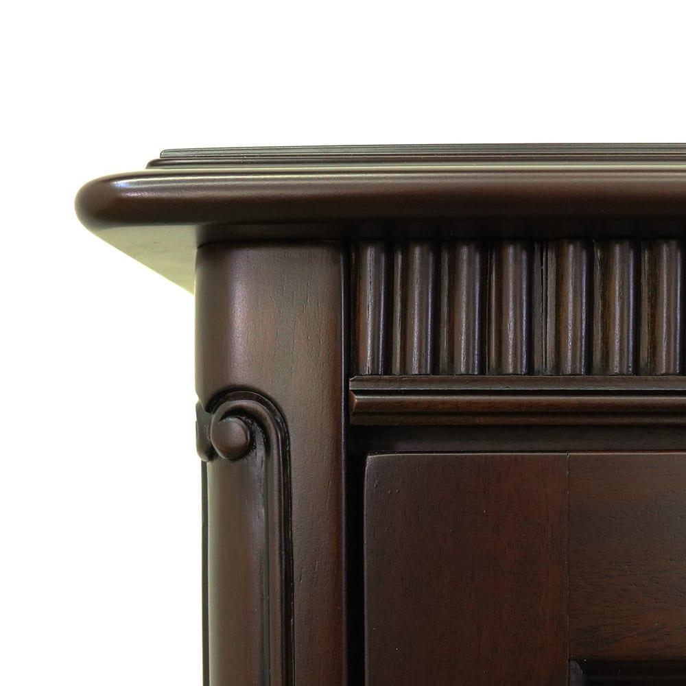 クラシカルロイヤル ケントハウスシリーズ ミドルテレビボード 前面上部に手彫りの装飾が施されています。