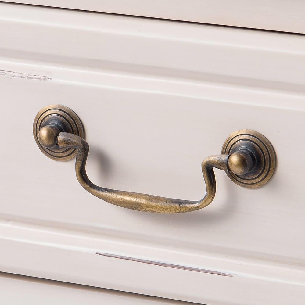 アンティーク調クラシック家具シリーズ チェスト・幅110cm 繊細でクラシカルなデザインの取っ手を使用しています。