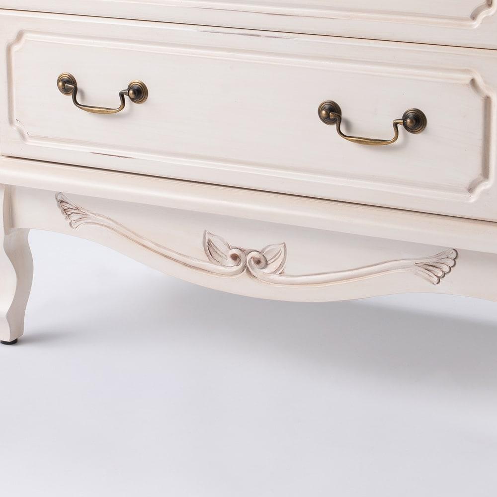 アンティーク調クラシック家具シリーズ チェスト・幅110cm 足元にも手彫りの彫刻を施しました。