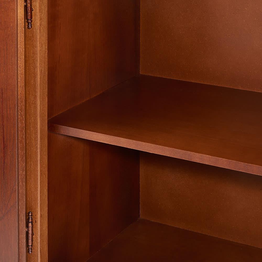 イタリア製 コンパクト収納家具シリーズ キャビネット(リビングボード) 収納棚は、しっかりとした固定式です。