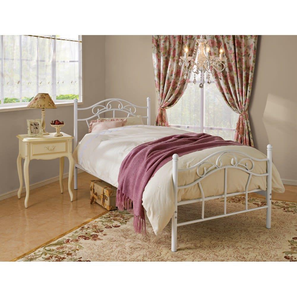 エレガントプリンセスベッド シングルベッド(フレームのみ) コーディネート例。お届けはベッドフレームのみとなります。