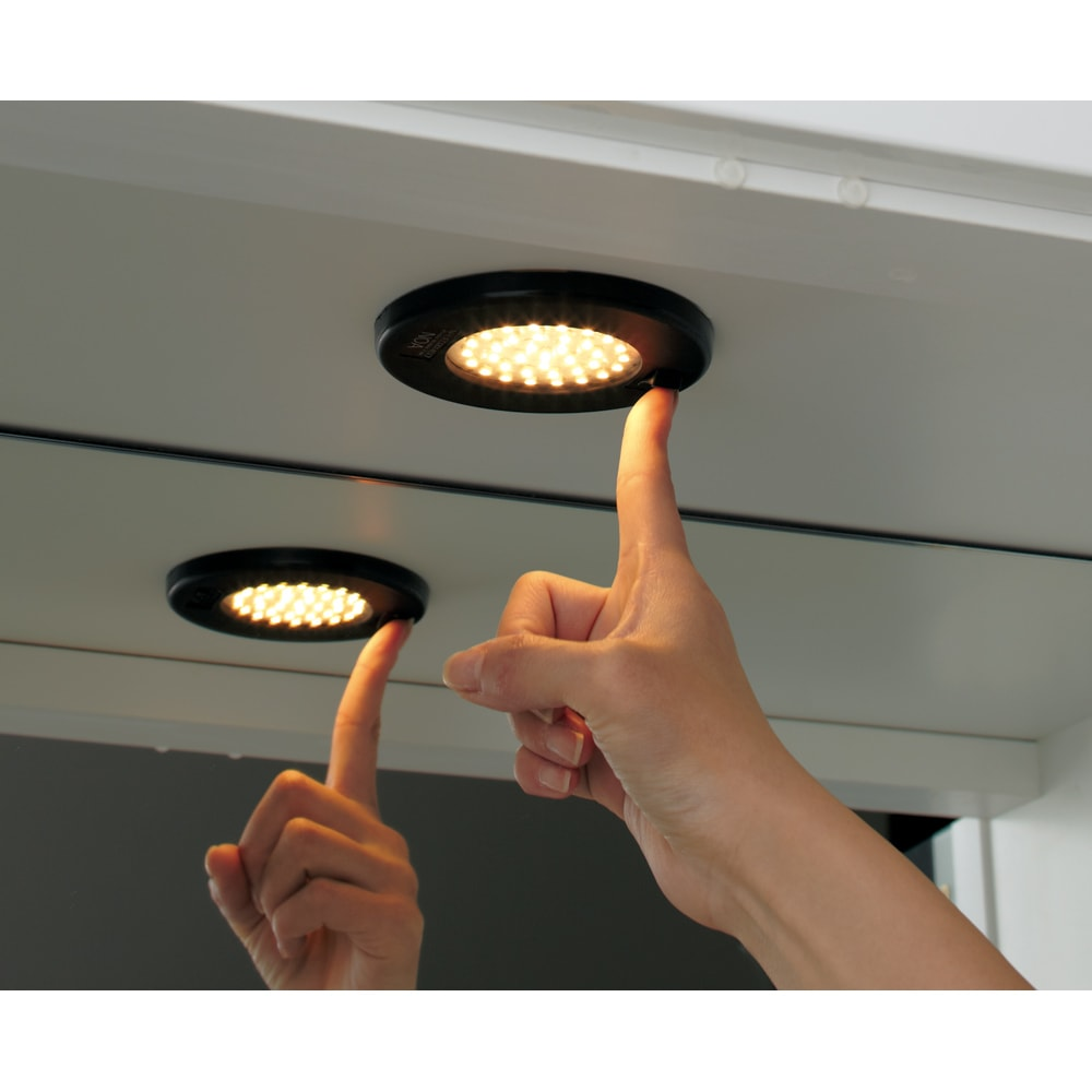 美しく飾れる 光沢仕上げ収納システム ガラス扉コレクションケース 幅80cm コレクションを美しく見せるライト付き 長寿命なLEDライトを採用。スイッチ付きで電源のON/OFFが簡単。