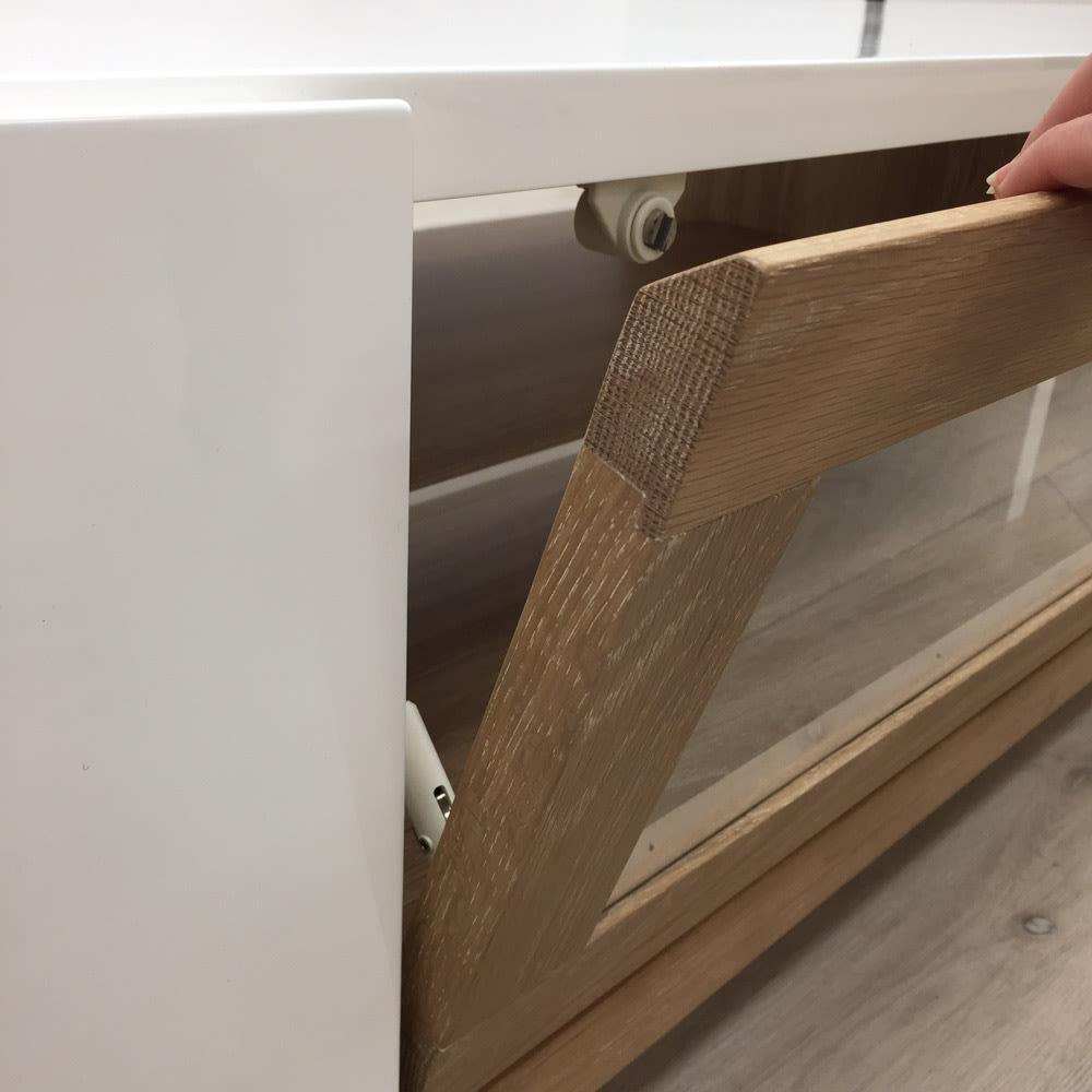 光沢が美しい 北欧風ナチュラルモダン リビング収納シリーズ テレビ台 幅150cm 扉はフラップ式です。