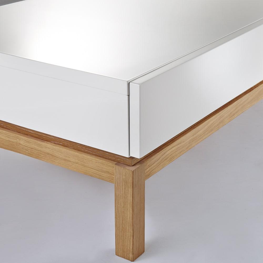 光沢が美しい 北欧風ナチュラルモダン リビング収納シリーズ  センターテーブル 木目と光沢の組み合わせが洗練された温かみを添えます。