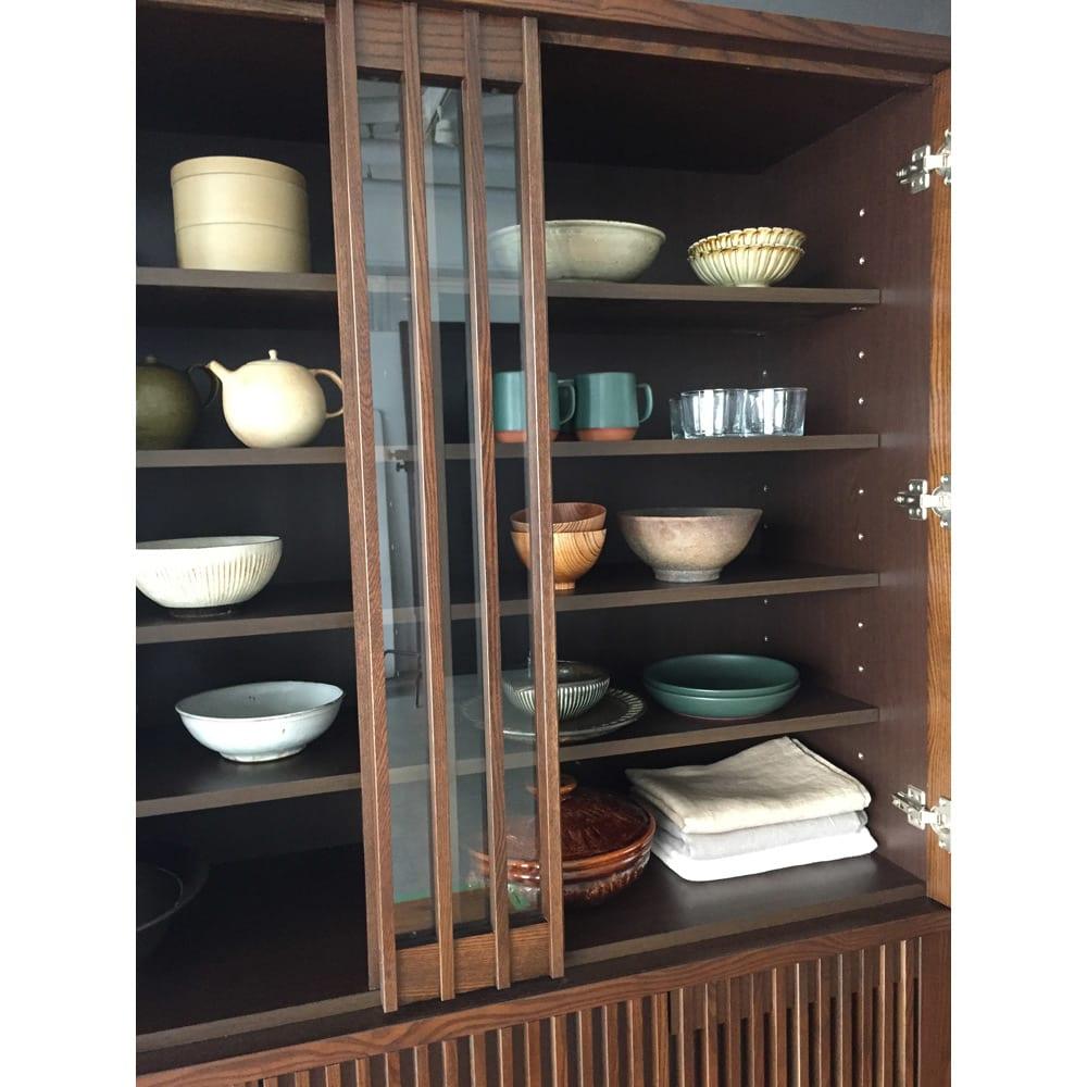 和モダン 格子 ダイニング シリーズ 食器棚 幅120奥行44cm 自慢の焼き物やお気に入りの食器を大切にしまうことができます。
