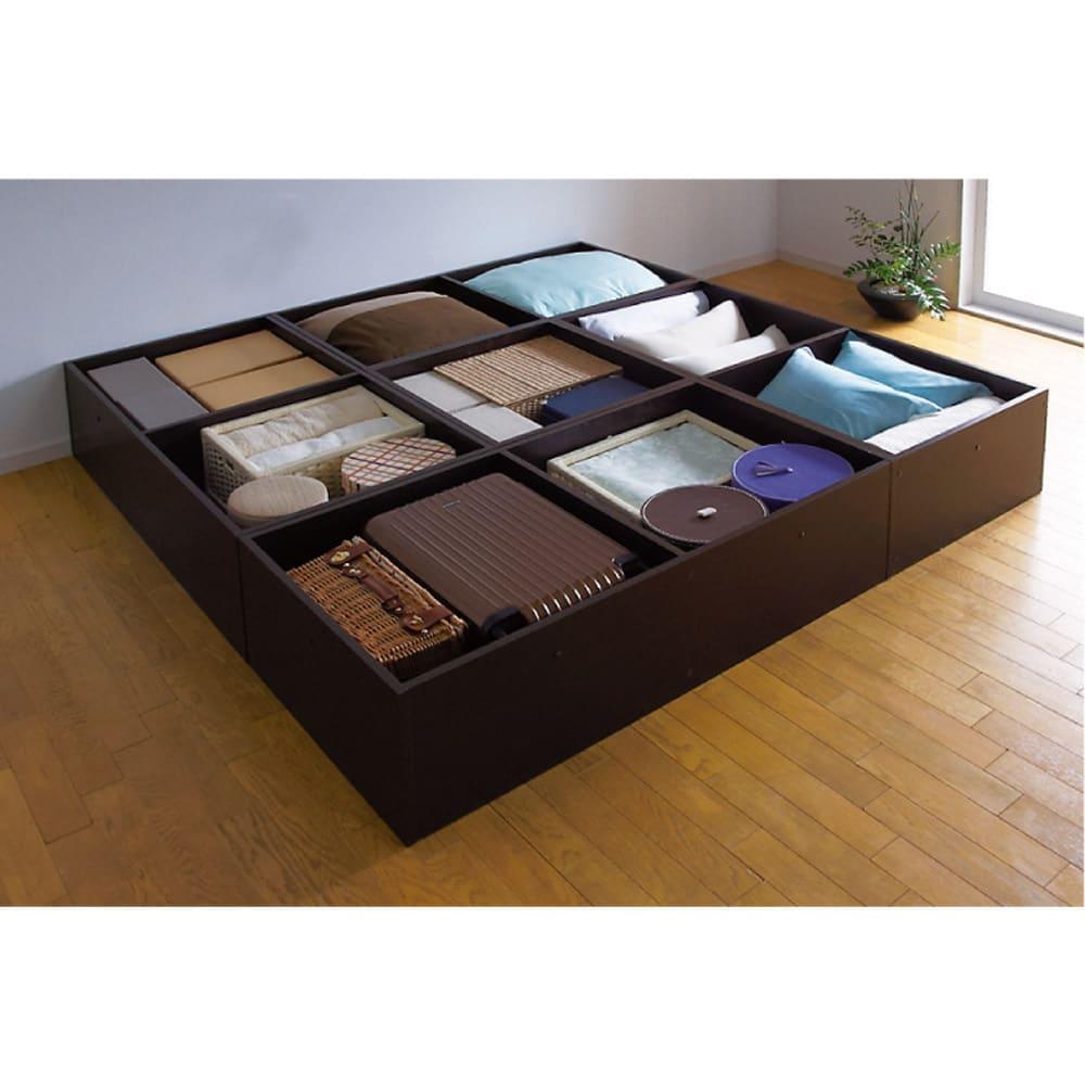 ユニット畳シリーズ お得なセット 4.5畳セット 幅180奥行180cm 高さ31cm ≪収納例≫ 畳の下にはこんなにもたっぷり隠せる収納力!収納庫の内側も化粧仕上げで、衣類やファブリック類も安心です。
