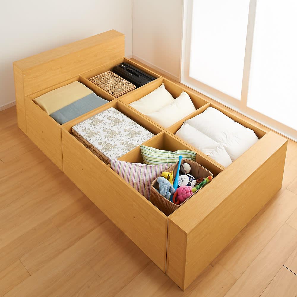 ユニット畳シリーズ ベッドセット 幅120奥行215cm 高さ45cm(本体高さ70cm) ≪ベッドセットの収納例≫ 畳の下にはこんなにもたっぷり隠せる収納力!収納庫の内側も化粧仕上げで、衣類やファブリック類も安心です。
