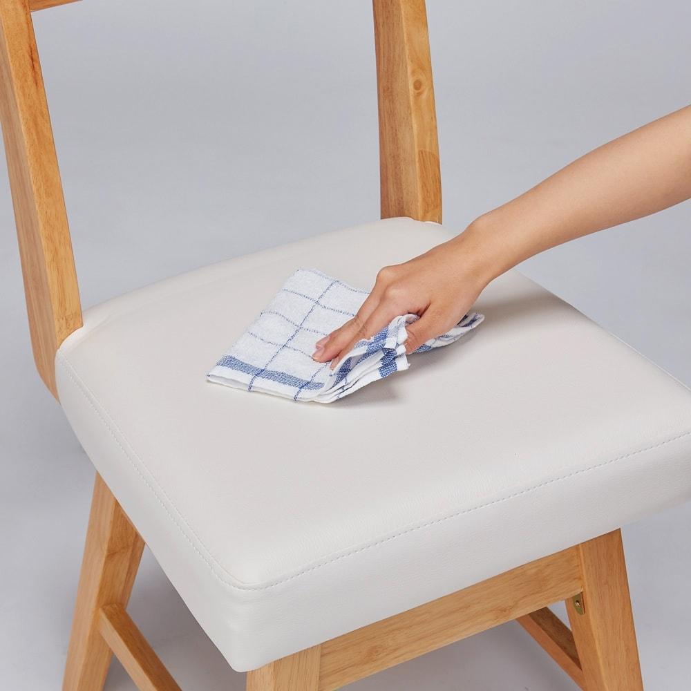 カバーリング回転チェア 同色2脚組 カバーを外すと座面は合成皮革。水や汚れもサッとひとふきでお手入れ簡単。