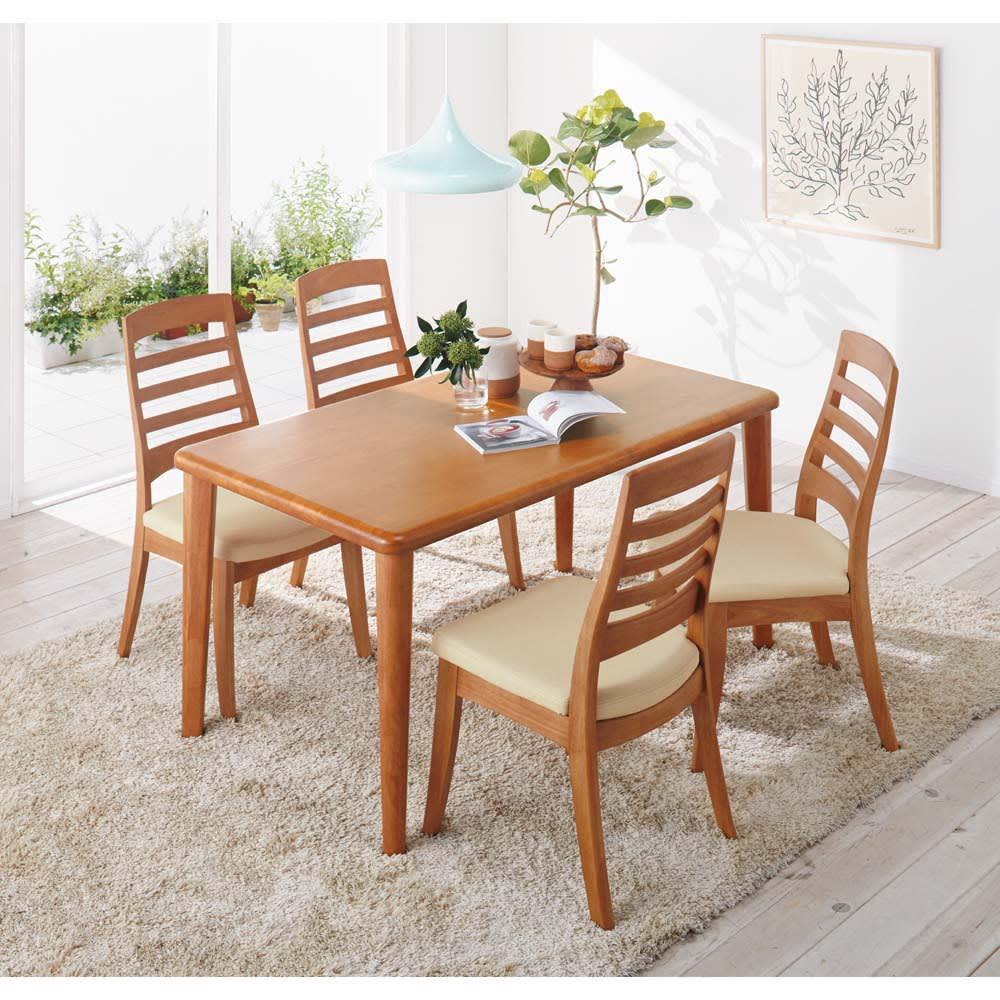 角が丸くて優しい天然木ダイニング テーブル 2本脚 幅140奥行80cm コーディネート例(ア)ナチュラル  ※仕様違い(4本脚)の商品です。