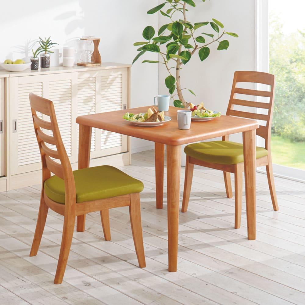 角が丸くて優しい天然木ダイニング テーブル 2本脚 幅140奥行80cm コーディネート例(ア)ナチュラル ※サイズ違いの商品です。