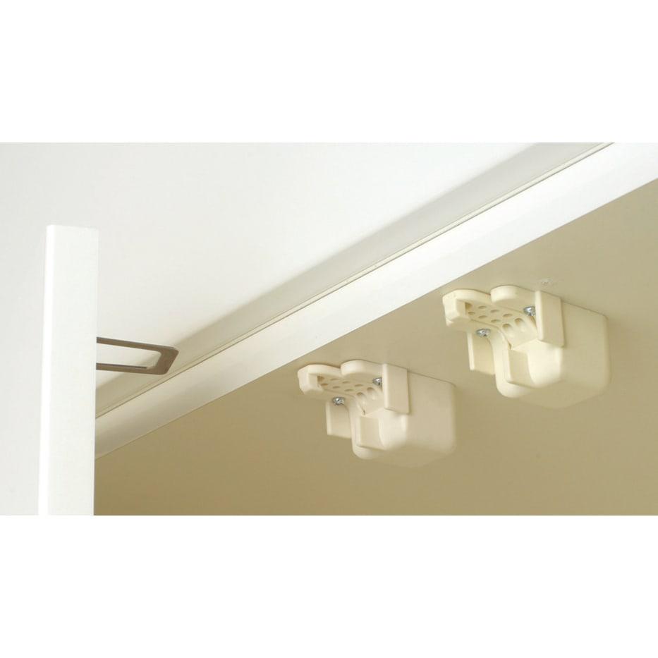 家電が使いやすいハイカウンター奥行50cm 食器棚高さ214cm幅80cm/パモウナCQ-800K 揺れを感じると自動的に扉をロックし、扉が開きにくくなるラッチを採用。