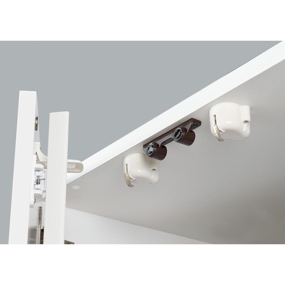 大型レンジがスッキリ隠せるダイニングボードシリーズ 高さEO上置き・幅57.5cm 高さ26~90cm 耐震ラッチ 扉には揺れを感じると自動的にロックし、扉が開きにくくなるラッチを採用。収納物の飛び出しを軽減します。