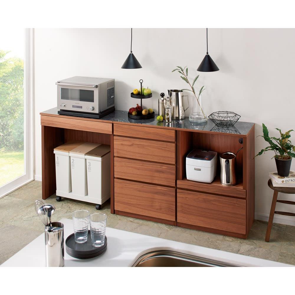 組み合わせ自由な大理石調天板キッチンカウンター オーク 幅60cmカウンター 使用イメージ ※写真はウォルナットタイプです。