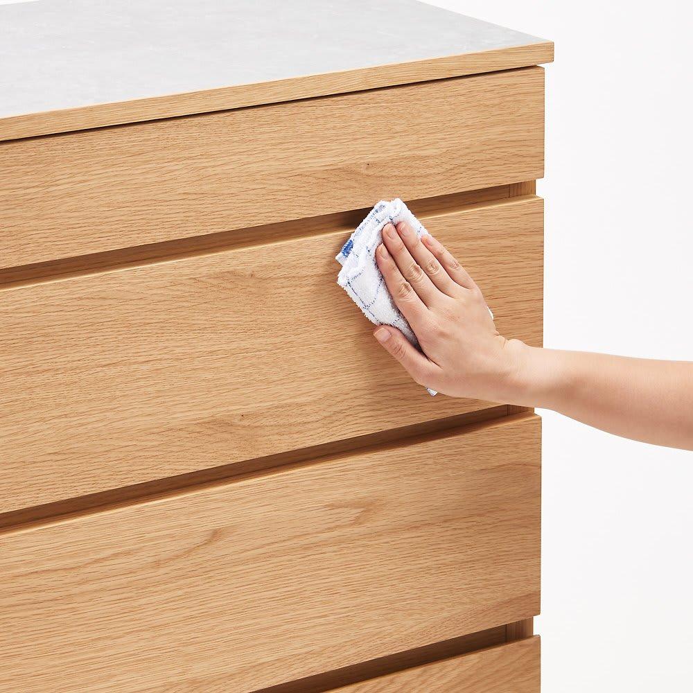 組み合わせ自由な大理石調天板キッチンカウンター オーク 幅60cmカウンター 前板はウレタン塗装を施しておりお手入れも簡単。