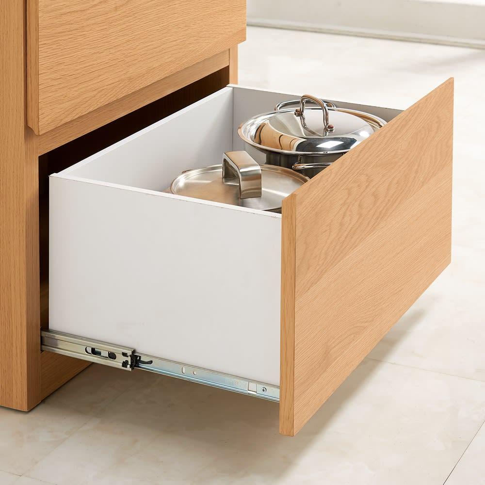 組み合わせ自由な大理石調天板キッチンカウンター オーク 幅60cmチェスト 引き出し最下段はフルスライドレール仕様で、重くてかさばる鍋などの収納に便利。