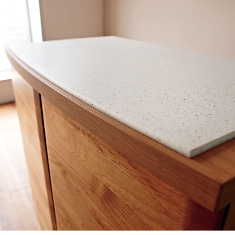 アルダー天然木アールデザインシリーズ キッチンボード 幅120cm アルダー天然木の無垢材と人工大理石の優美な曲面。上質素材が織りなすやさしい表情。※写真はカウンタータイプです。