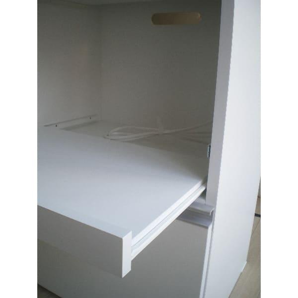 組立不要!家電を隠せるキッチン収納シリーズ レンジラック幅59.5cm スライドテーブルは最大24cm引き出せます。 耐荷重量約10kg