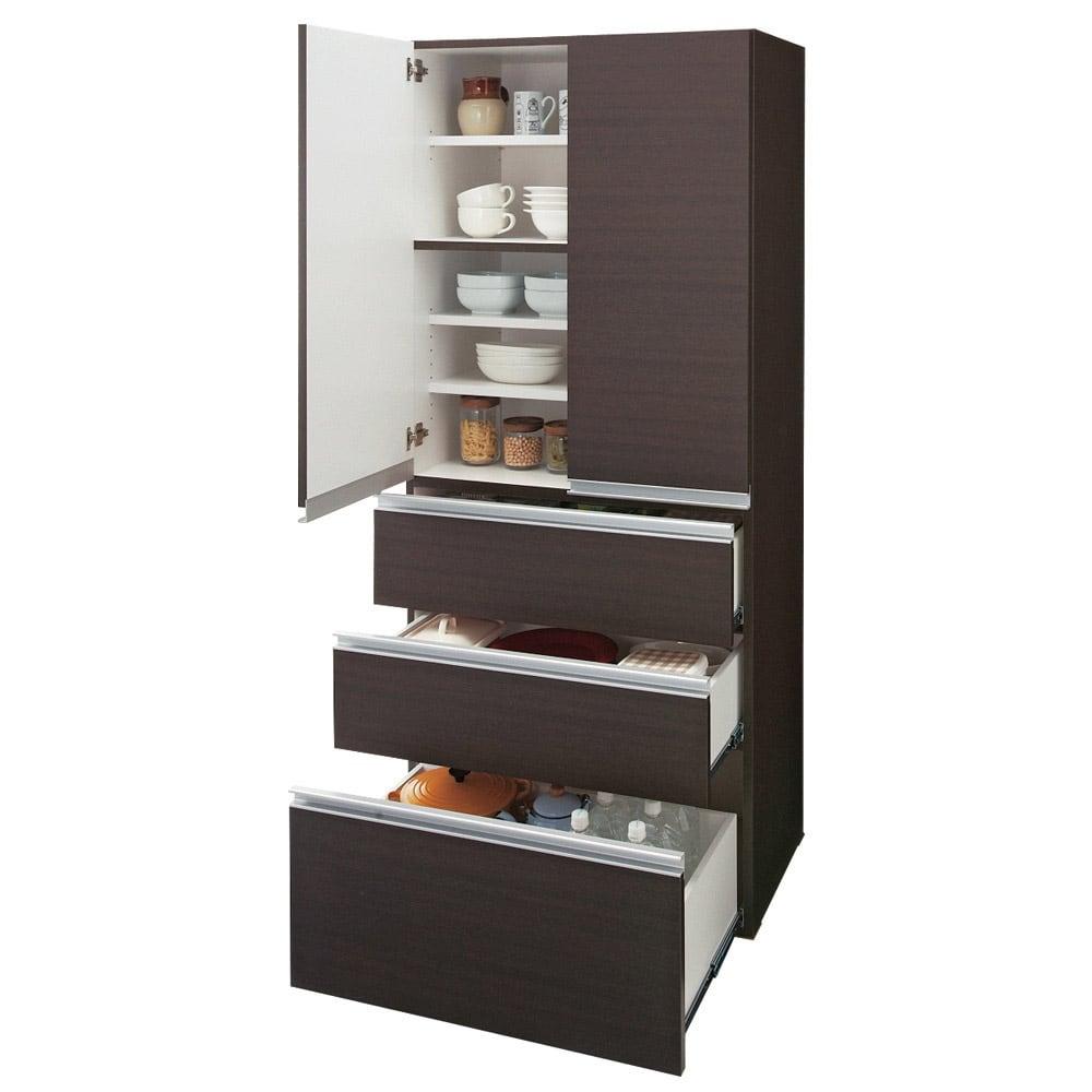 組立不要!家電を隠せるキッチン収納シリーズ 食器棚幅59.5cm 引出は全段ストッパー付きフルスライドレール仕様です。最下段は2リットルのペットボトルがはいります。 ※写真は幅78cmタイプです。