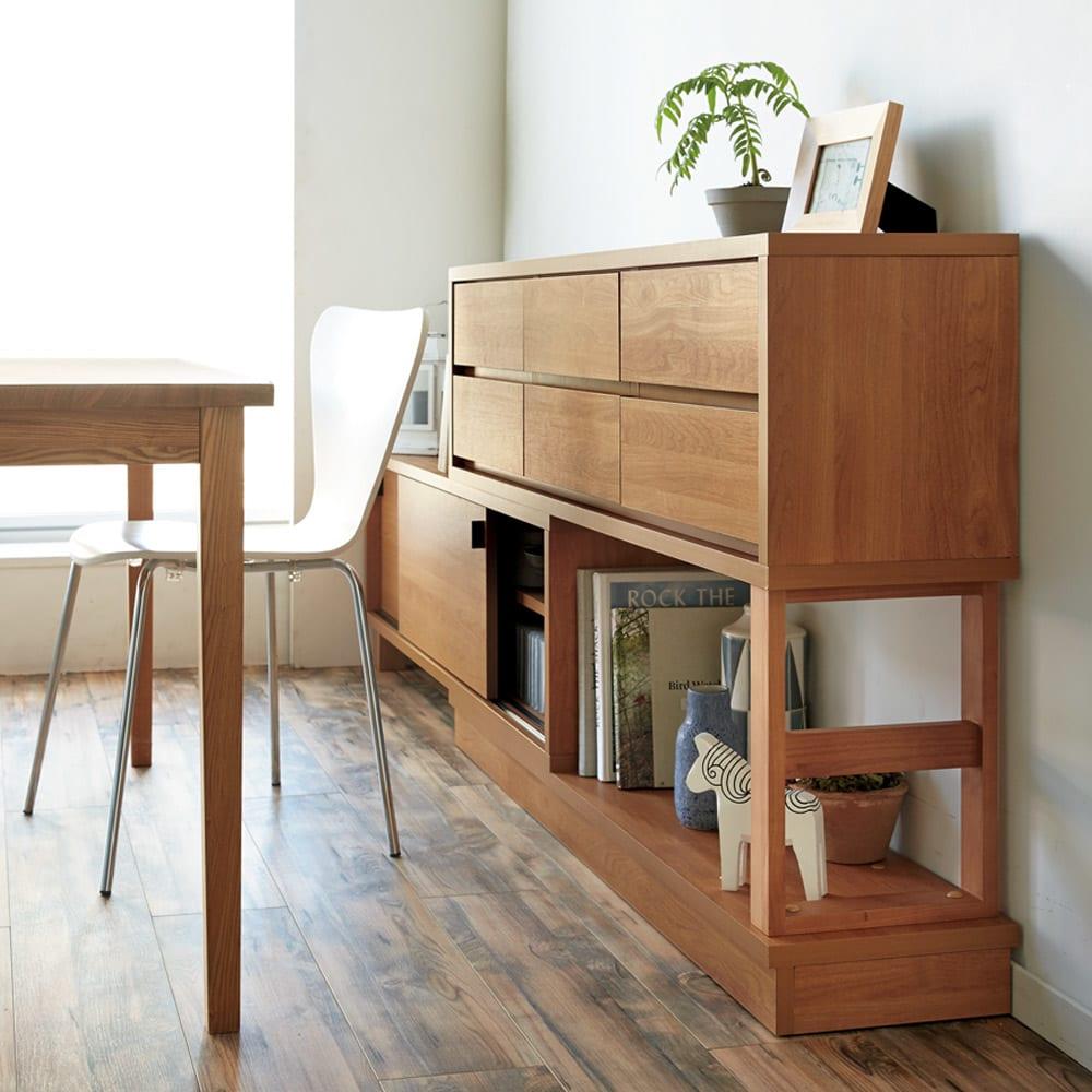 伸長式カウンター下収納庫 幅160~260cm 下部は引き戸とオープン棚で、狭くても出し入れ簡単。