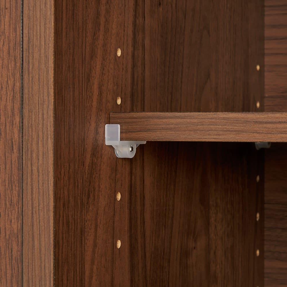 【テレワークや在宅勤務におすすめ!】伸長式カウンターデスク 幅107~167cm 引き戸内の棚板は3cm間隔で調節が可能。