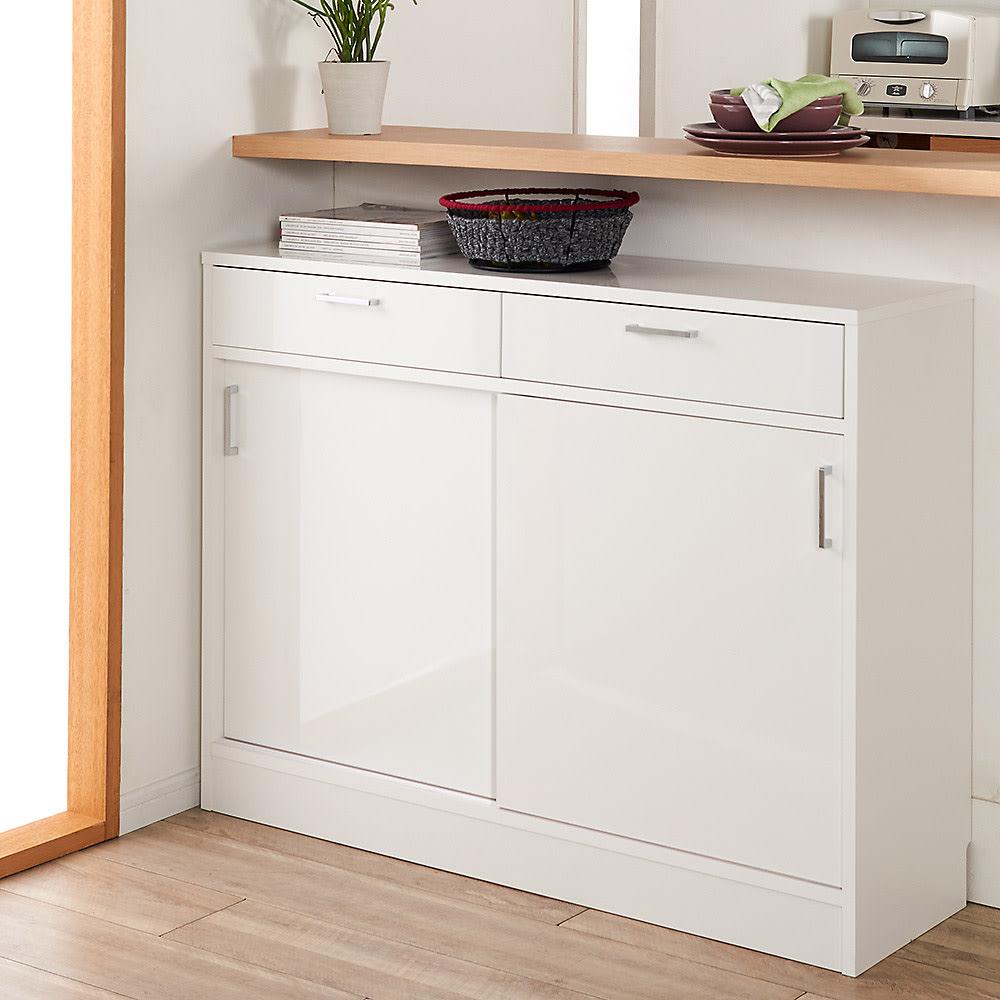 お部屋にぴったりが選べる高さサイズオーダー引き出し付き収納庫 引き戸収納 幅90奥行25cm高さ70~100cm (ア)ホワイトの前板は美しい光沢仕上げで、水や汚れに強くお手入れも簡単。