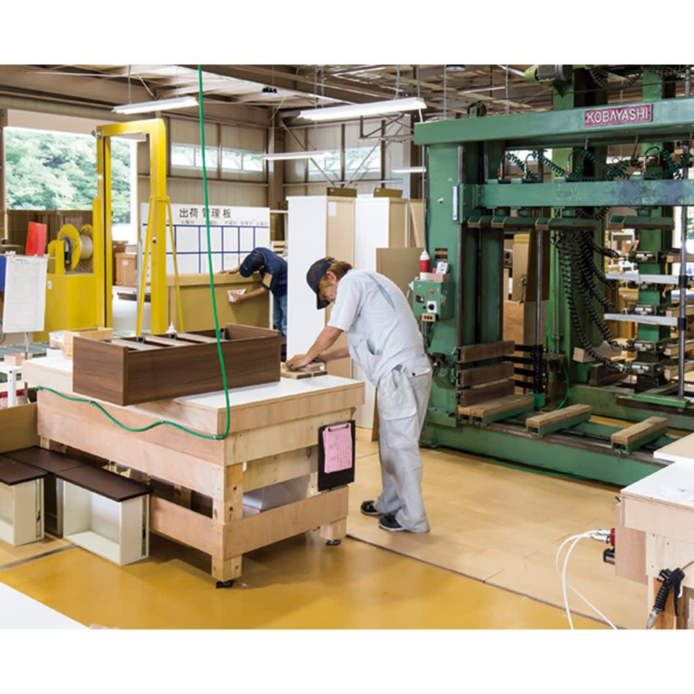 組立不要!幅1cm単位で124サイズから選べるすき間収納庫 ロータイプ 幅15~30cm・奥行55cm 最新機材が整った日本国内の工場で、ご注文をお受けしてから一点一点丁寧に作っています。