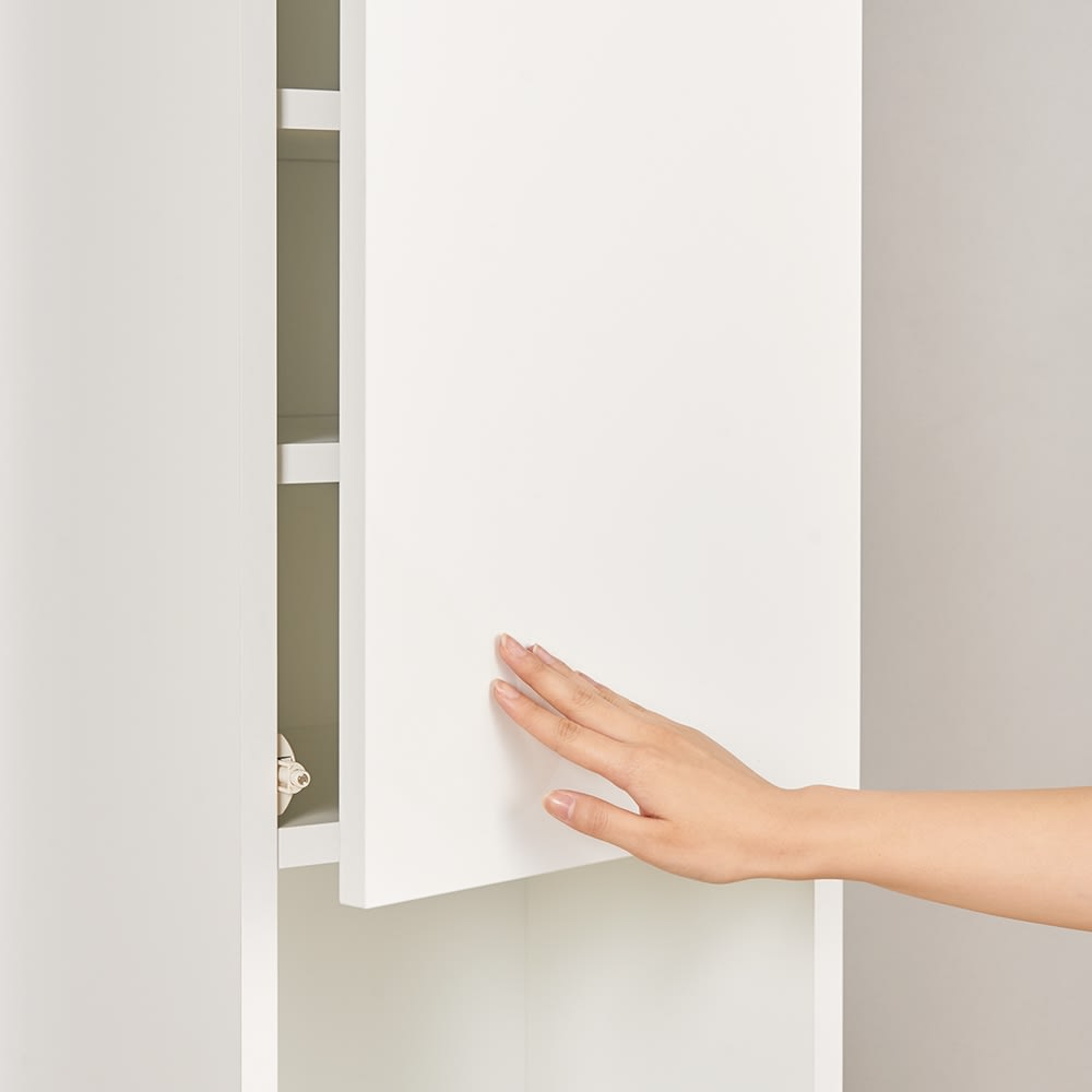 組立不要!幅1cm単位で124サイズから選べるすき間収納庫 ハイタイプ 幅31~45cm・奥行45cm ハイタイプの上部扉はワンタッチで簡単に開け閉めできるプッシュ式を採用。