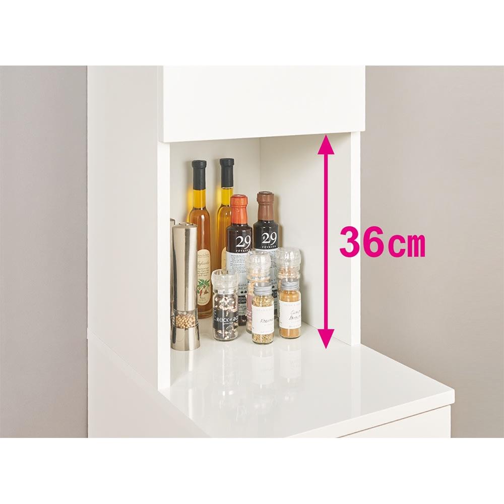組立不要!幅1cm単位で124サイズから選べるすき間収納庫 ハイタイプ ロータイプ 幅31~45cm・奥行55cm 中天板の奥には、オイルやビネガーなどの細いボトル、スパイスや小瓶が置けます。