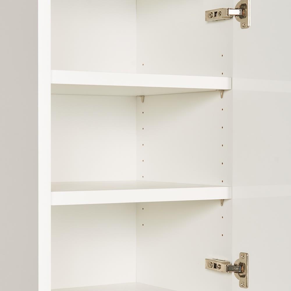 組立不要!幅1cm単位で124サイズから選べるすき間収納庫 ハイタイプ ロータイプ 幅31~45cm・奥行55cm 上部扉内の可動棚板は3cm間隔で調節でき、収納物に合わせてムダなく使えます。